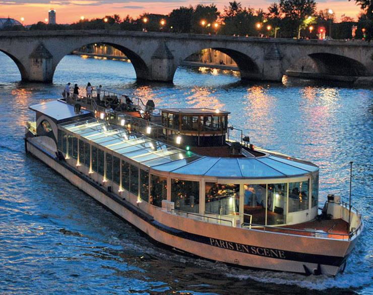 bateau sur la seine à Paris